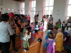 Hasiči s tělovýchovnou jednotou připravili karneval pro děti
