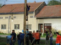 Dobrovolní hasiči s tělovýchovnou jednotou připravili stavění máje