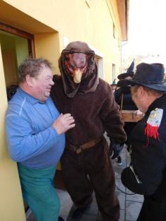 Medvěd navštívil mateřskou školku a prošel obcí