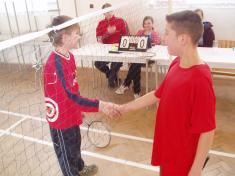 Sportovní podání ruky soupeři