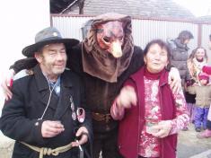 Medvěd šprýmoval sobyvateli